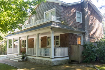 NEWLY LISTED RENOVATED TRADITIONAL CLOSE TO OCEAN & BAY BEACHES
